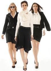 Распродажа женской одежды и торгового оборудования.